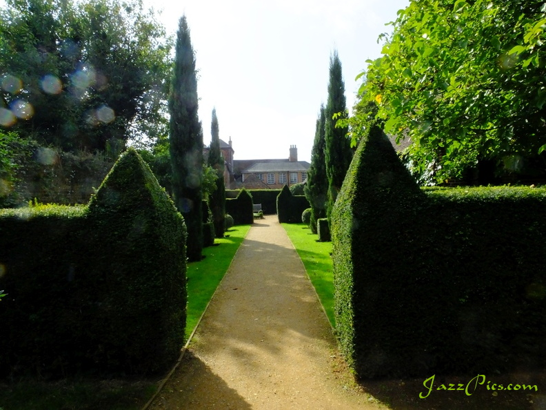 physic-garden-petersfield.jpg